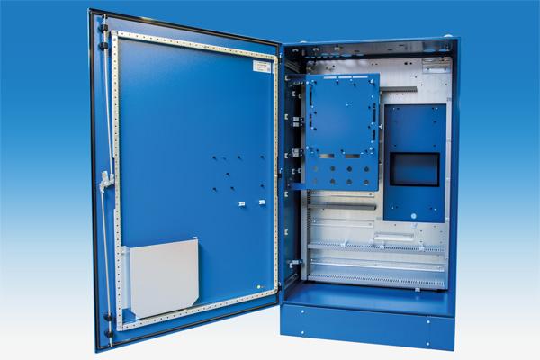 Standschrank-mit-Sockel-und-Montageplatte-9435064-offen